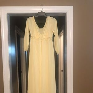 Vintage rob and nightgown size 34 pale yellow